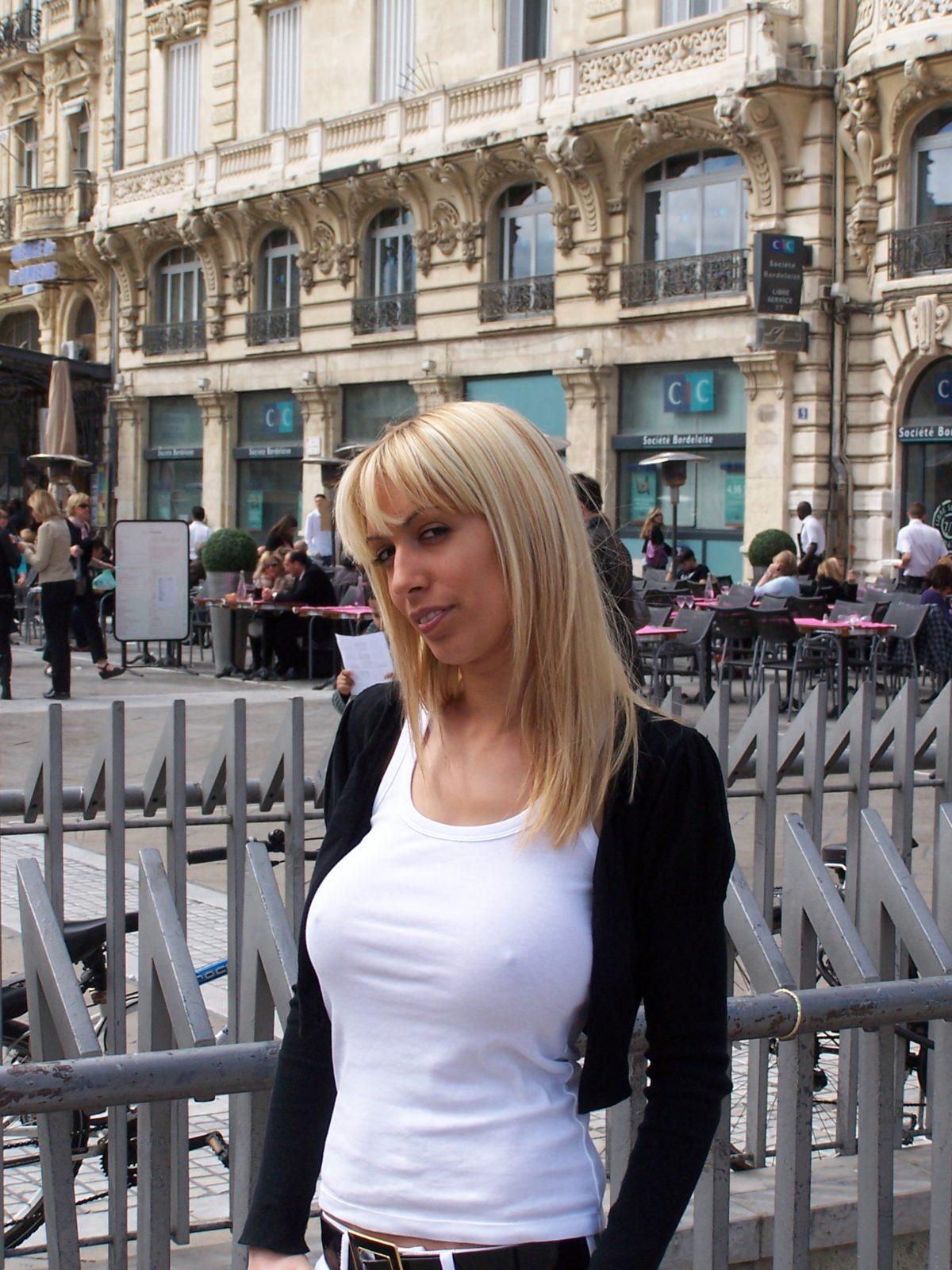 Une actrice X se dévoile en faveur du Sidaction