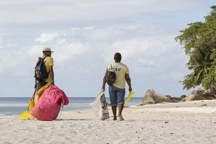 Les déchets en outre-mer : le tri et le recyclage rament