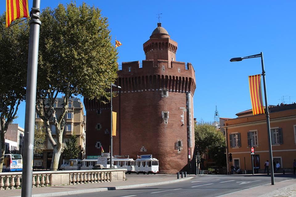 Le Castillet paré des couleurs de la Catalogne