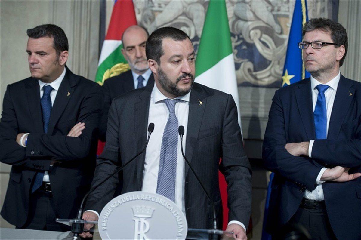 Migrants : l'Italie se durcit, la France tergiverse