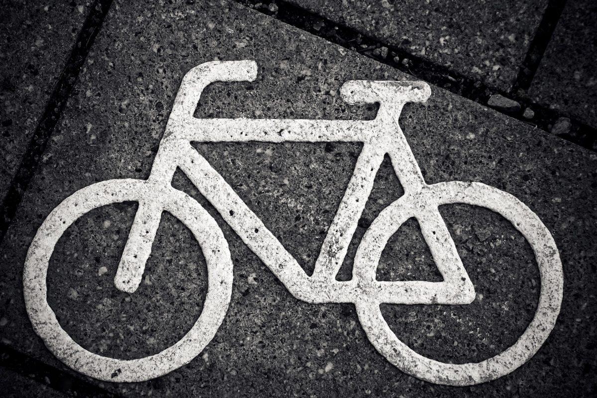 Vélo en ville : la sécurité passe-t-elle par le port du casque ?