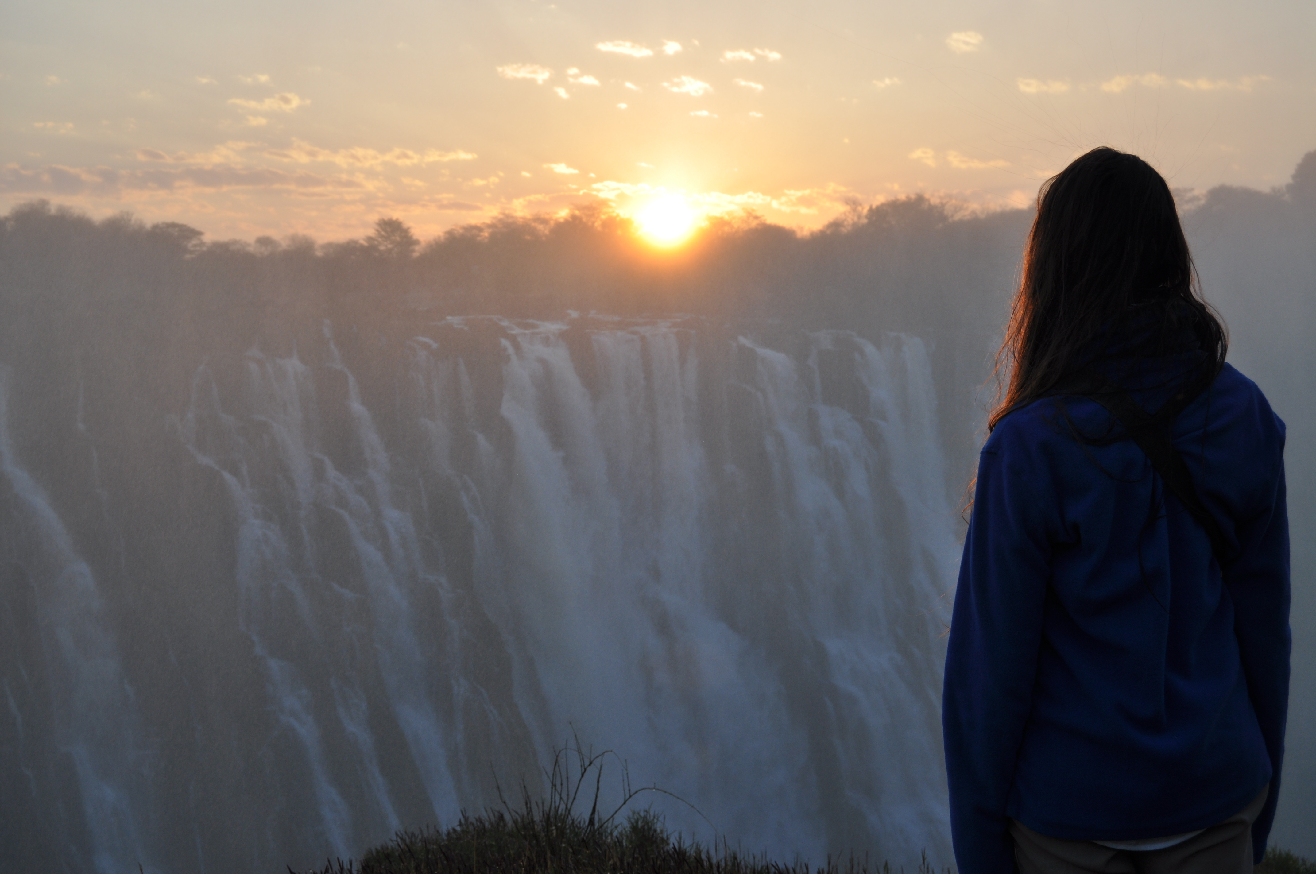 Lara-Scarlett Gervais devant les chutes Victoria