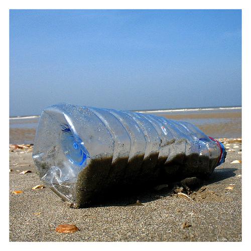 Marée noire sur le plastique