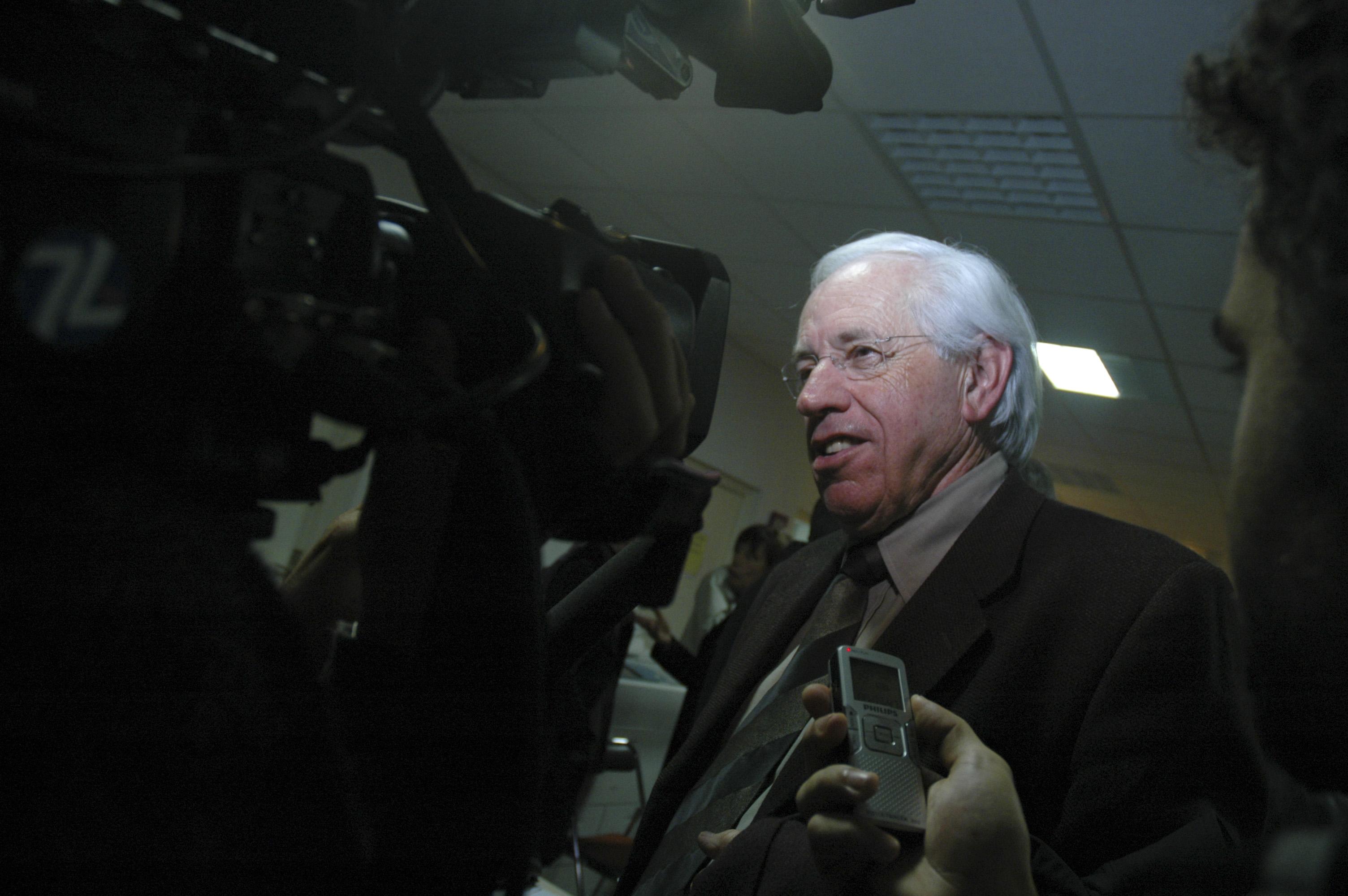 Soutien inconditionnel de Michel Guibal, André Vézinhet considère le score de 42% de son poulain comme une mise en garde adressée à Robert Navarro.
