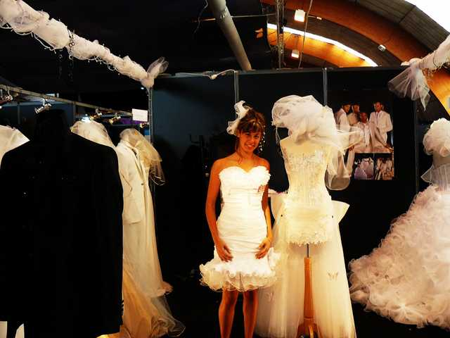 Entre froufrous et nœuds papillon, les dessous de l'industrie du mariage.