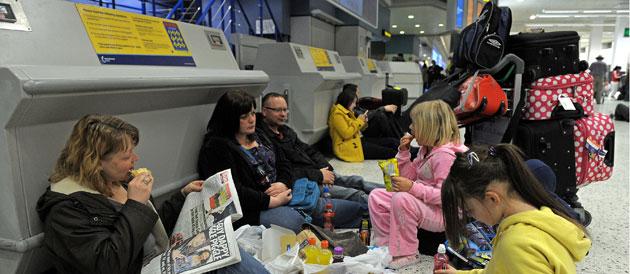 Le volcan islandais enfume les compagnies aériennes et les usagers