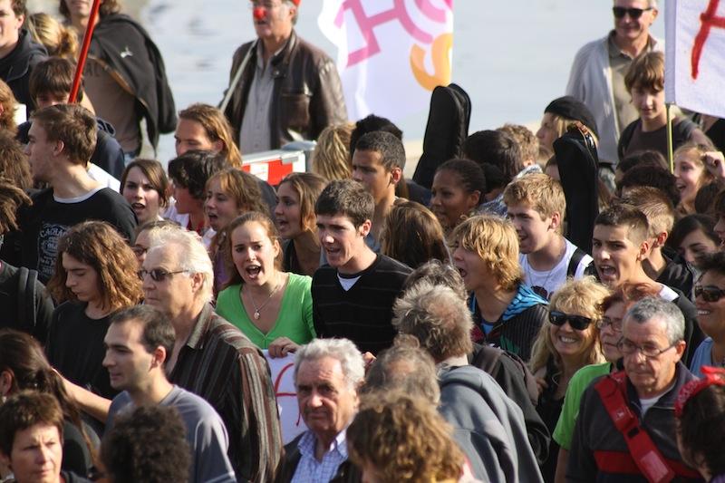 «Sarkozy t'es foutu, la jeunesse est dans la rue !»