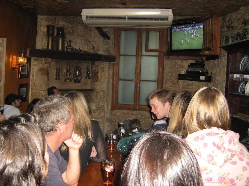 Soir de rugby dans un bar de Montpellier