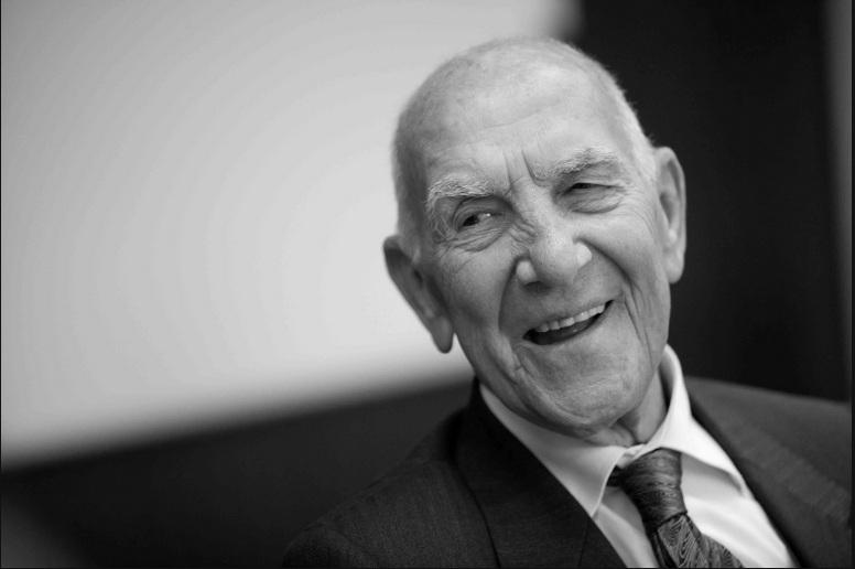 Edwy Plenel rend hommage à Stéphane Hessel