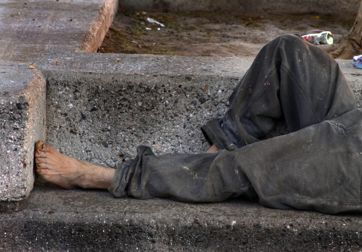 À Montpellier, «la galère des centres d'hébergement» pousse les SDF au squatting.