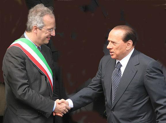 Berlusconi et Veltroni, deux hommes pour un siège