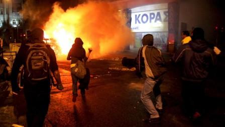 Crise des banlieues et révolte grecque: symboles d'un même malaise ?