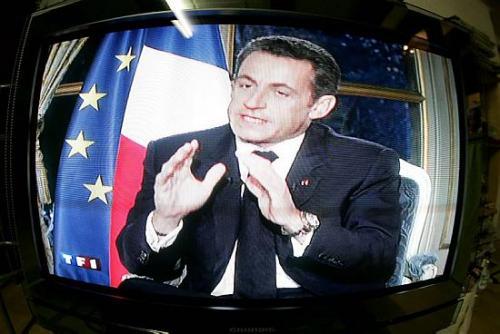 Nicolas Sarkozy fait «face à la crise» sans convaincre