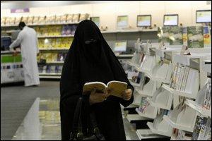 Femme en lieu public en Arabie Saoudite (Photo: AFP Genève)