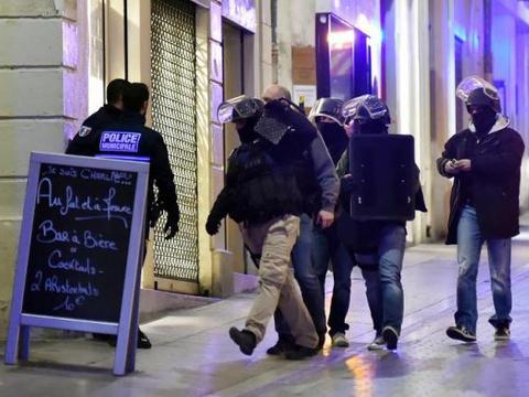 Le GIPN arrive sur les lieux de la prise d'otage