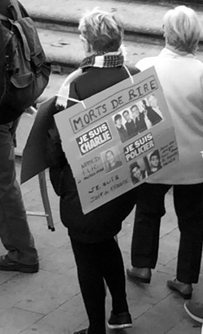 Affiches, slogans, dessins : la marche républicaine de Montpellier