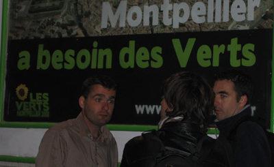 Emmanuel Reynaud (à gauche) et les photographes de presse le 9 mars au soir